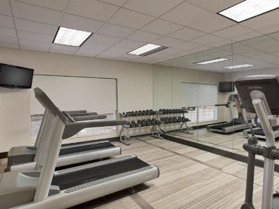 gym - hotel holiday inn grand rapids airport - kentwood, united states of america