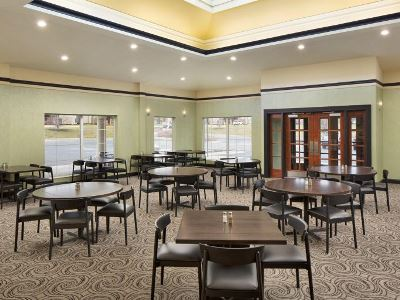 restaurant - hotel holiday inn grand rapids airport - kentwood, united states of america