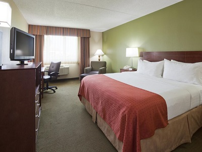 bedroom - hotel holiday inn austin conference center - austin, minnesota, united states of america