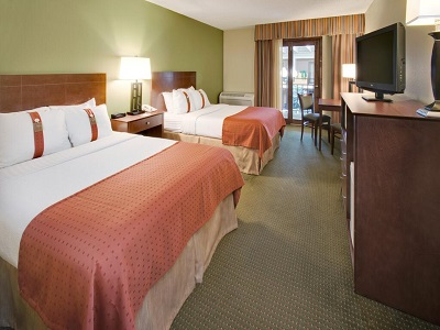 bedroom 2 - hotel holiday inn austin conference center - austin, minnesota, united states of america