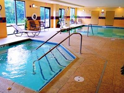 indoor pool - hotel hampton inn and suites - tilton, united states of america