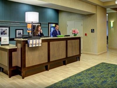 lobby - hotel hampton inn and suites coconut creek - coconut creek, united states of america