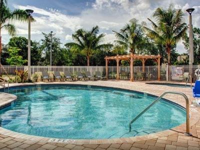 outdoor pool - hotel hampton inn and suites coconut creek - coconut creek, united states of america