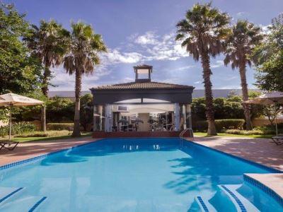 outdoor pool - hotel holiday inn johannesburg airport - johannesburg, south africa
