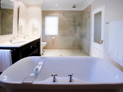 bathroom 2 - hotel devon valley - stellenbosch, south africa
